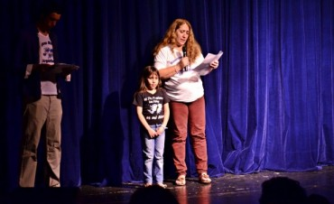 """Se presentó en el Teatro Martinelli el espectáculo  """"Malvinas 32 Años. Veteranos de San Fernando cuentan y cantan la Historia"""""""