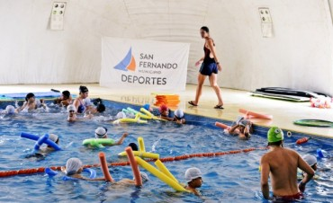 Clases de natación para los CEIM, el Programa Envión y otras instituciones