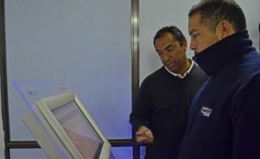 La Dirección de Tránsito incorporó tecnología mediante un Simulador de Examen Teórico.