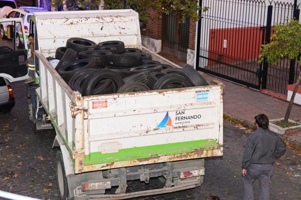 Patrullas Municipales y Policía desbarataron una banda de roba ruedas: 2.000 neumáticos secuestrados