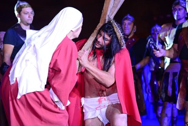 Luis Andreotti estuvo presente en el Vía Crucis de la Plaza Carlos Gardel de Virreyes