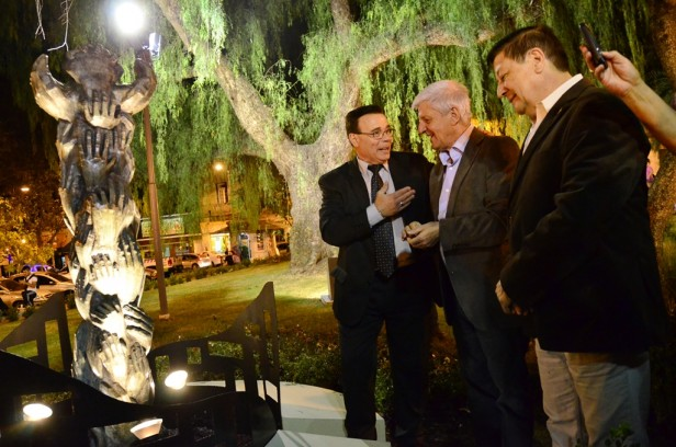 Luis Andreotti presentó un Monumento a las Sagradas Escrituras, en un gran show de rock cristiano