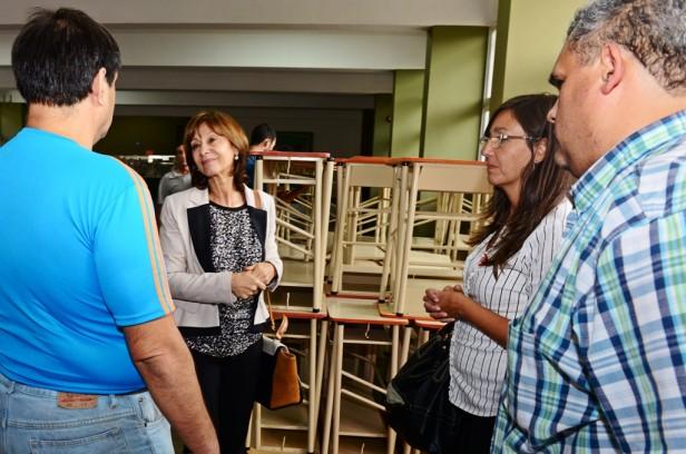 El Municipio de San Fernando entregó mobiliario a la Escuela Técnica N° 2