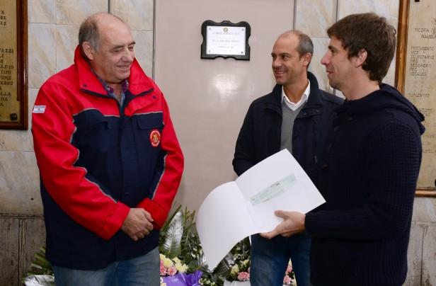 San Fernando donó 1 millón de pesos a los Bomberos Voluntarios para la obra de su nuevo cuartel