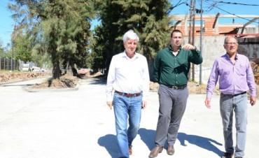 Luis Andreotti recorrió la obra del nuevo 'Boulevard Los Pinos', en Victoria Oeste