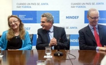 Agustín Rossi firmó un convenio con Alicia Kirchner y Daniel Gollán