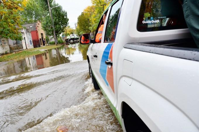 Defensa Civil de San Fernando realizó un operativo en el barrio Alsina tras la sudestada