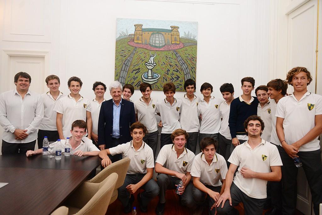 Andreotti recibió a los alumnos del Holy Cross que recorrieron las dependencias municipales