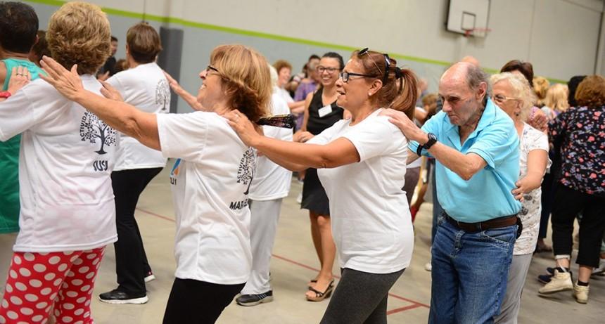 Gran jornada recreativa para abuelos y personas no videntes en el Poli N° 6 de San Fernando