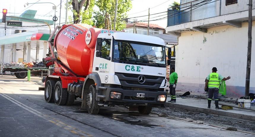 San Fernando avanza en la construcción de dársenas de estacionamiento en la calle Arnoldi