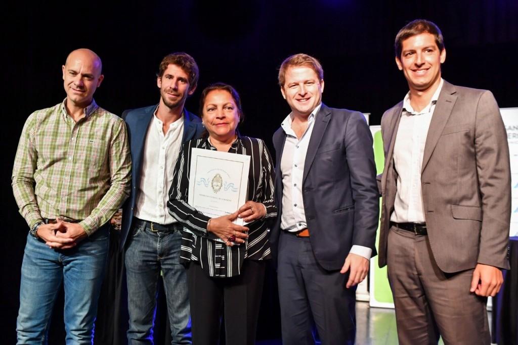 Juan Andreotti encabezó la firma y entrega de 171 escrituras de viviendas a familias sanfernandinas