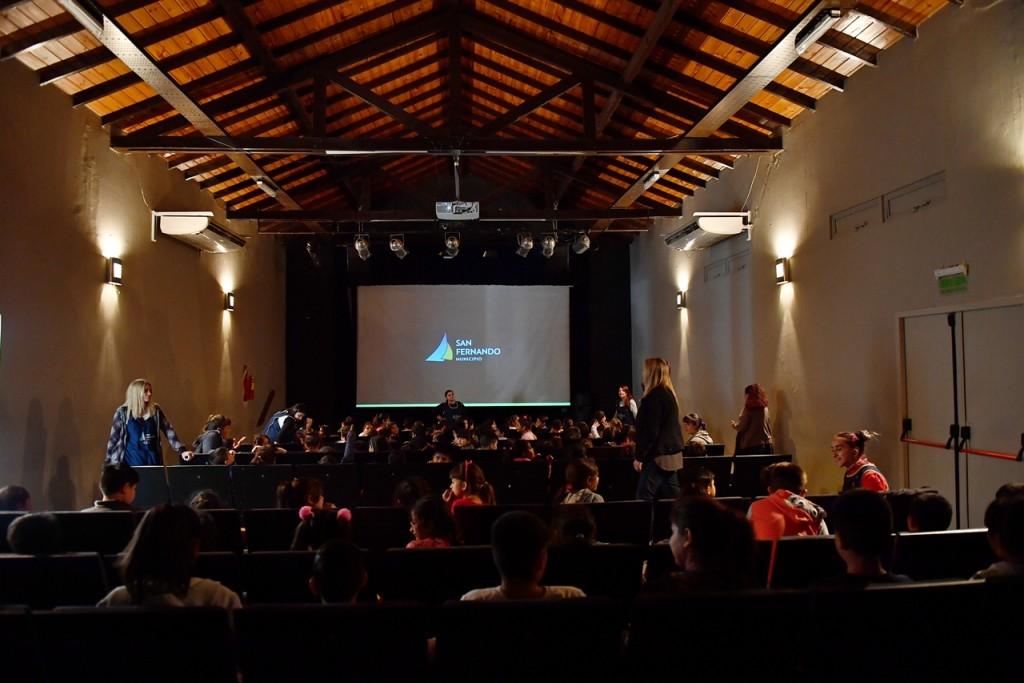 Los chicos de los CEIM disfrutaron una jornada de cine en el Teatro Martinelli de San Fernando