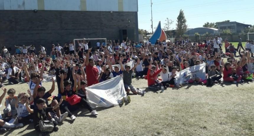 Gran encuentro de las Escuelas Municipales de Fútbol y Hockey de San Fernando en el Poli N° 1