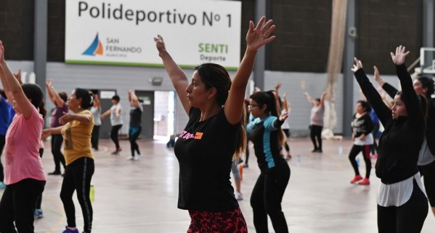 Cada vez más sanfernandinos disfrutan las clases de Ritmos Latinos en los Polideportivos