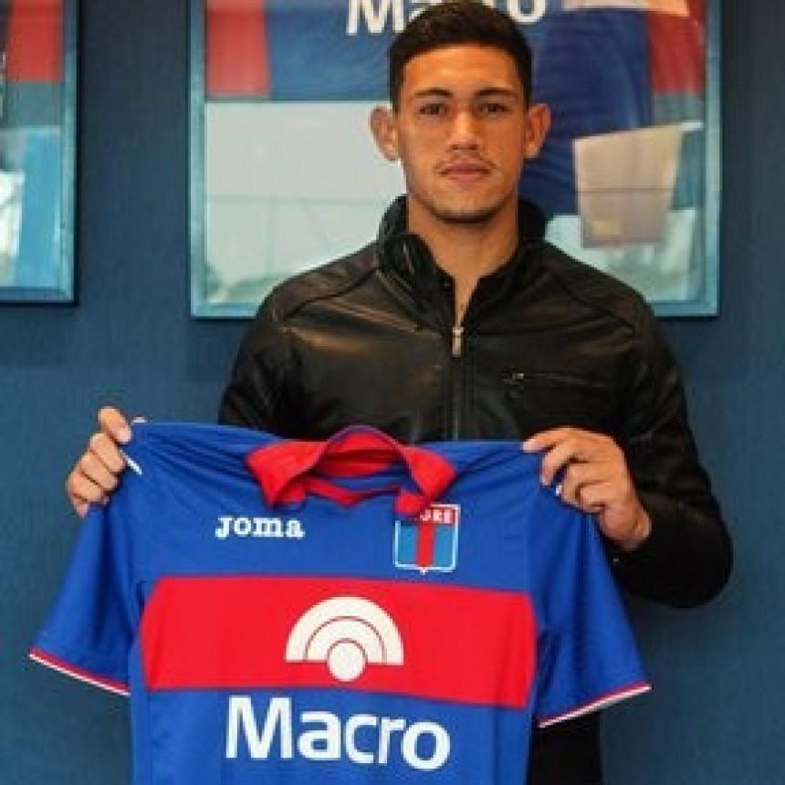 ¡El delantero surgido de las inferiores, Gonzalo Flores, firmó su primer contrato profesional con el club!