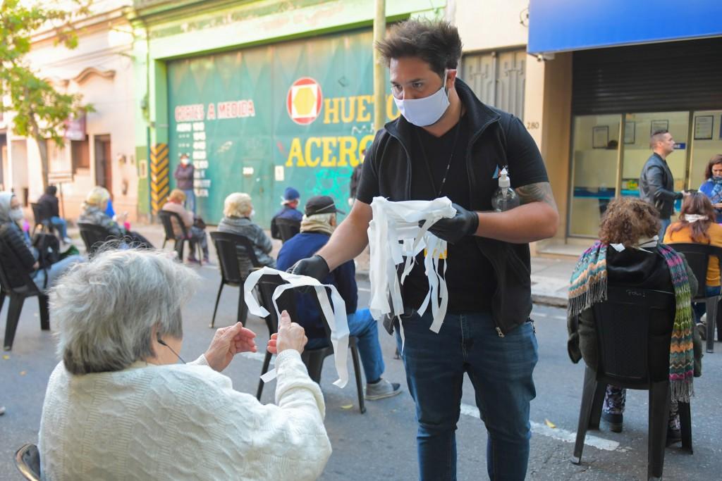 San Fernando cuida a jubilados y vecinos que debieron acercarse a los bancos