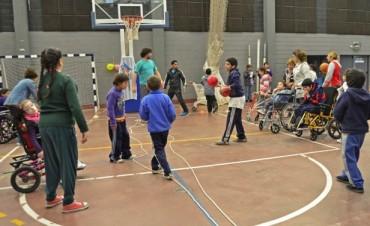 Las Escuelas Especiales de San Fernando tuvieron su primer encuentro recreativo en el Polideportivo N° 1