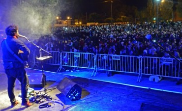 Gran cierre de Raly Barrionuevo ante más de 8 mil personas en la fiesta del 25 de Mayo en San Fernando