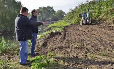 Limpian alrededor de los arroyos Fate y Serrano, como parte del Plan de Obras Hidráulicas del Municipio