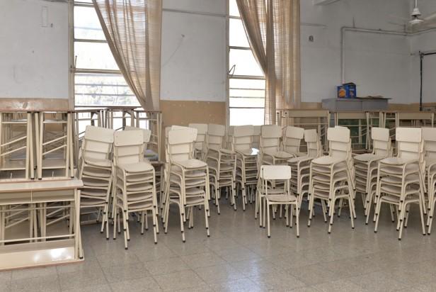 El Municipio entregó nuevo mobiliario a la Primaria N°21 y Secundaria N°10