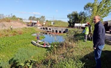 El Municipio limpia el zanjón Fate ante la falta de trabajo de la Cooperativa Rocío