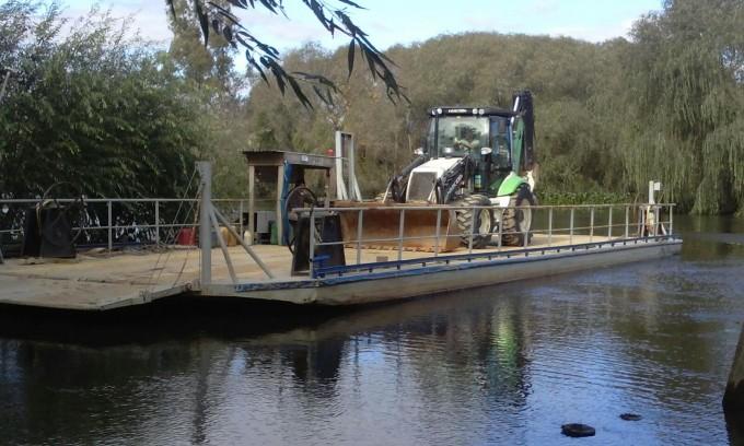 San Fernando embarcó maquinaria municipal para ayudar al Delta