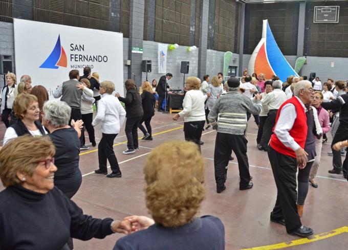 La Tercera Edad de San Fernando gozó de un nuevo baile masivo