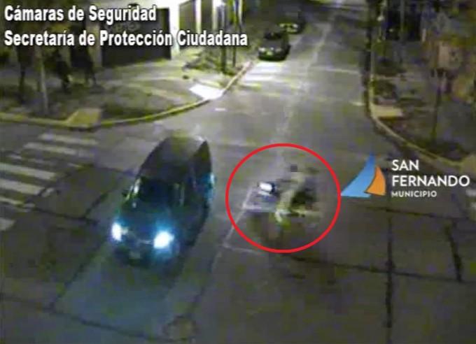 San Fernando: las cámaras permiten asistir a un motociclista accidentado contra un furgón