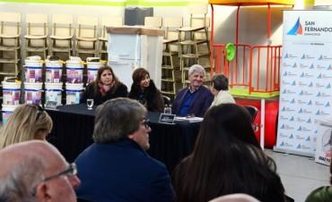 Andreotti entregó mobiliario y materiales a 23 escuelas provinciales