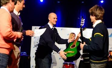 """El Municipio entregó instrumentos musicales a los colegios participantes de """"Sanfer Recicla"""""""