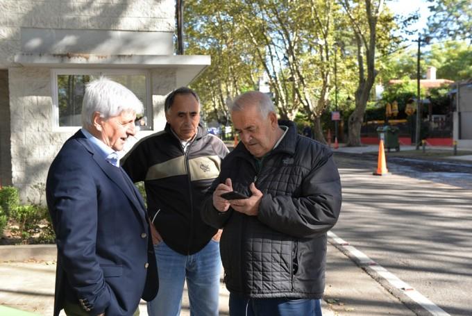 Andreotti supervisó las tareas de asfalto sobre la Avenida Libertador
