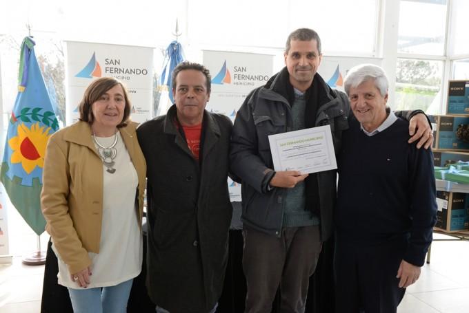 Andreotti entregó mobiliarios y equipamiento a escuelas provinciales