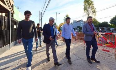 Andreotti y Posse recorrieron la renovación de la calle Uruguay