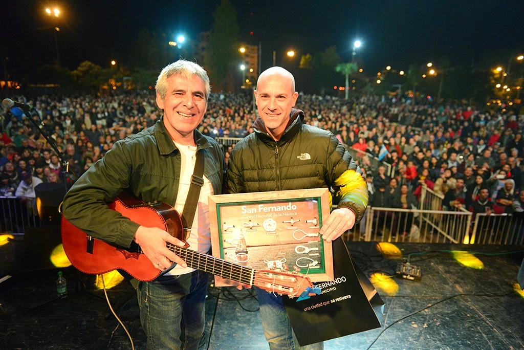 San Fernando celebró el Día de la Patria con un gran show de Peteco Carabajal