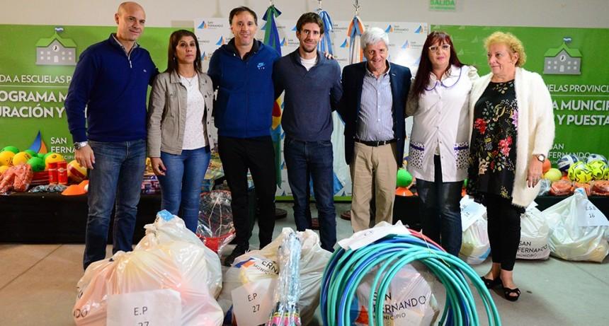 Andreotti entregó material deportivo y didáctico a todas las escuelas públicas de San Fernando
