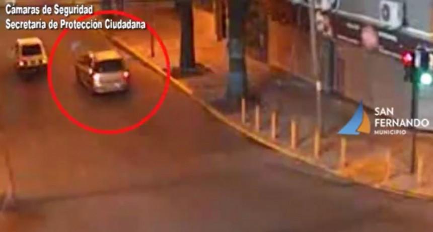 Cámaras de Seguridad de San Fernando captan choque de un automóvil con pedido de captura