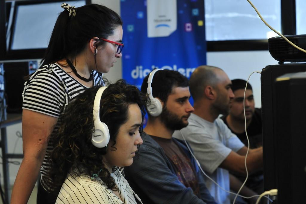 El Municipio y Telecom capacitan a jóvenes para promover su inserción laboral