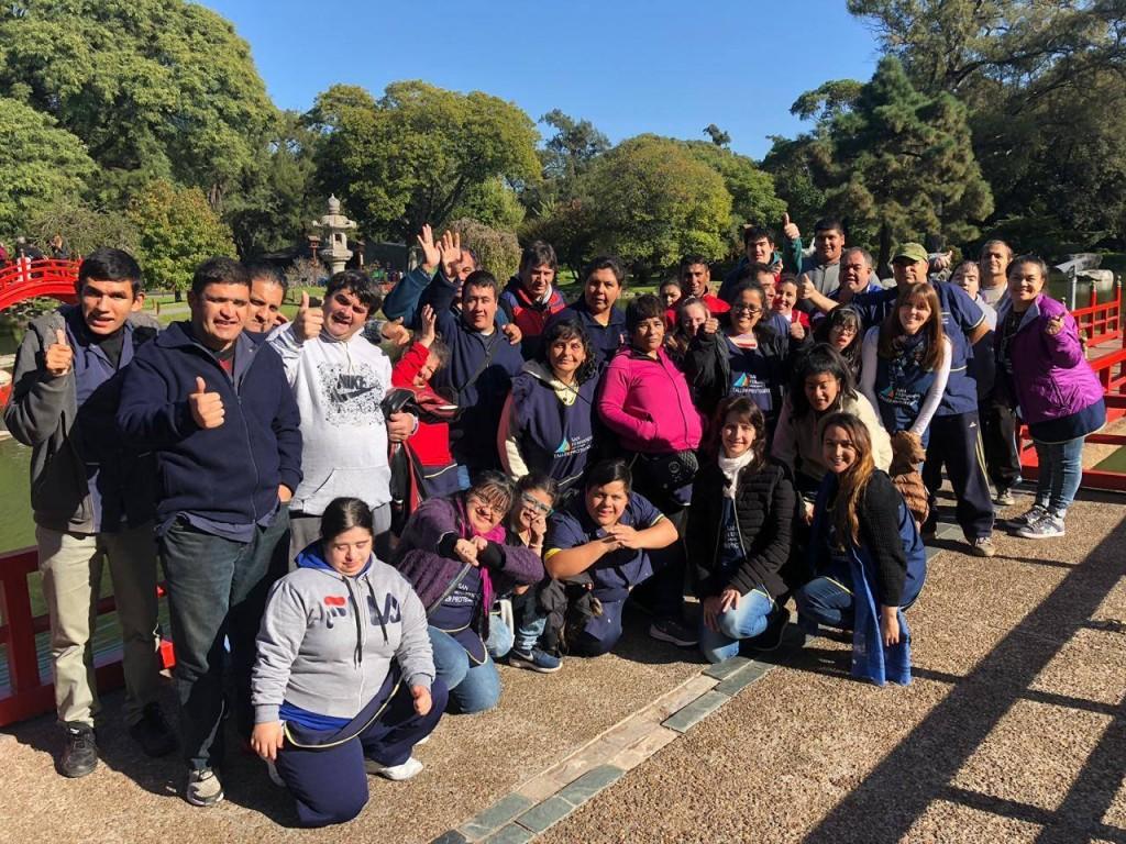 Los chicos del Taller Protegido disfrutaron un paseo por el Jardín Japonés