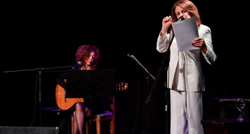 Leonor Benedetto llenó de poesía el Teatro Martinelli
