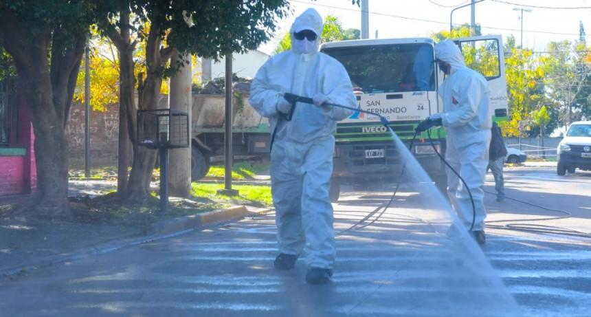 San Fernando refuerza la desinfección de veredas y frentes de casas por prevención contra el coronavirus