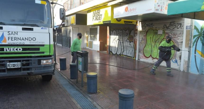 San Fernando continúa con la desinfección de frentes de casas y comercios para prevenir el coronavirus