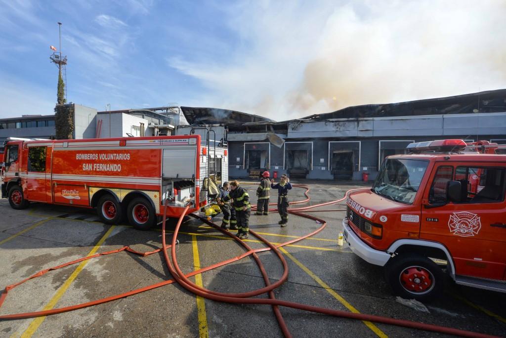 Bomberos controlaron importante incendio en la fábrica Bimbo de San Fernando