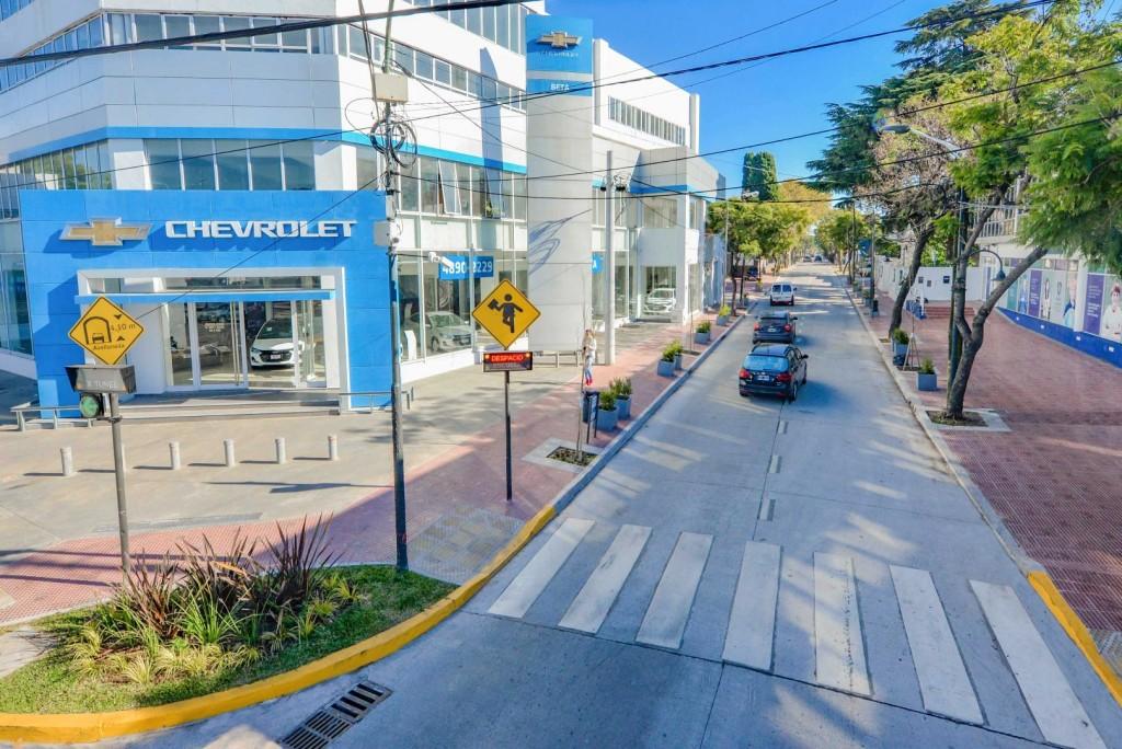 Juan Andreotti recorrió las obras de renovación integral de la Avenida del Libertador