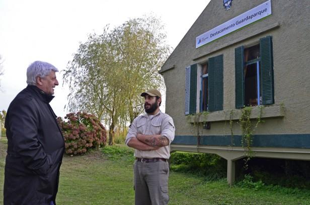 """Luis Andreotti visitó el """"Centro de Interpretación Científica y Destacamento de Guardaparques"""" de Islas"""