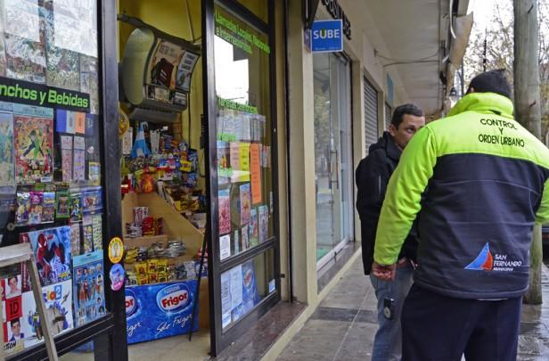 El Municipio clausuró dos quioscos que vendían comida vencida
