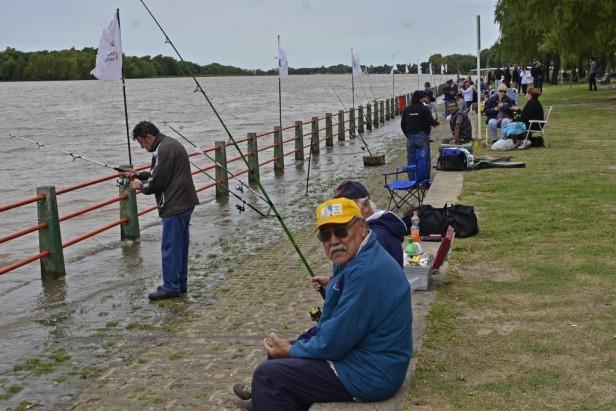 Torneo de pesca para adultos mayores en San Fernando