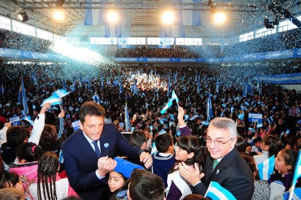 Los alumnos de Tigre prometieron lealtad a la bandera