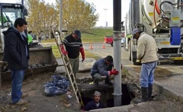 El Municipio realiza trabajos de limpieza de conductos para evitar inundaciones