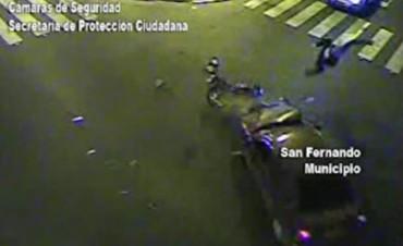 Violento accidente entre un auto y una moto fue captado por las Cámaras de Seguridad de San Fernando