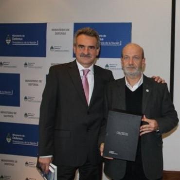 Agustín Rossi entrego a ARBIA las actas de la dictadura y hablo de su